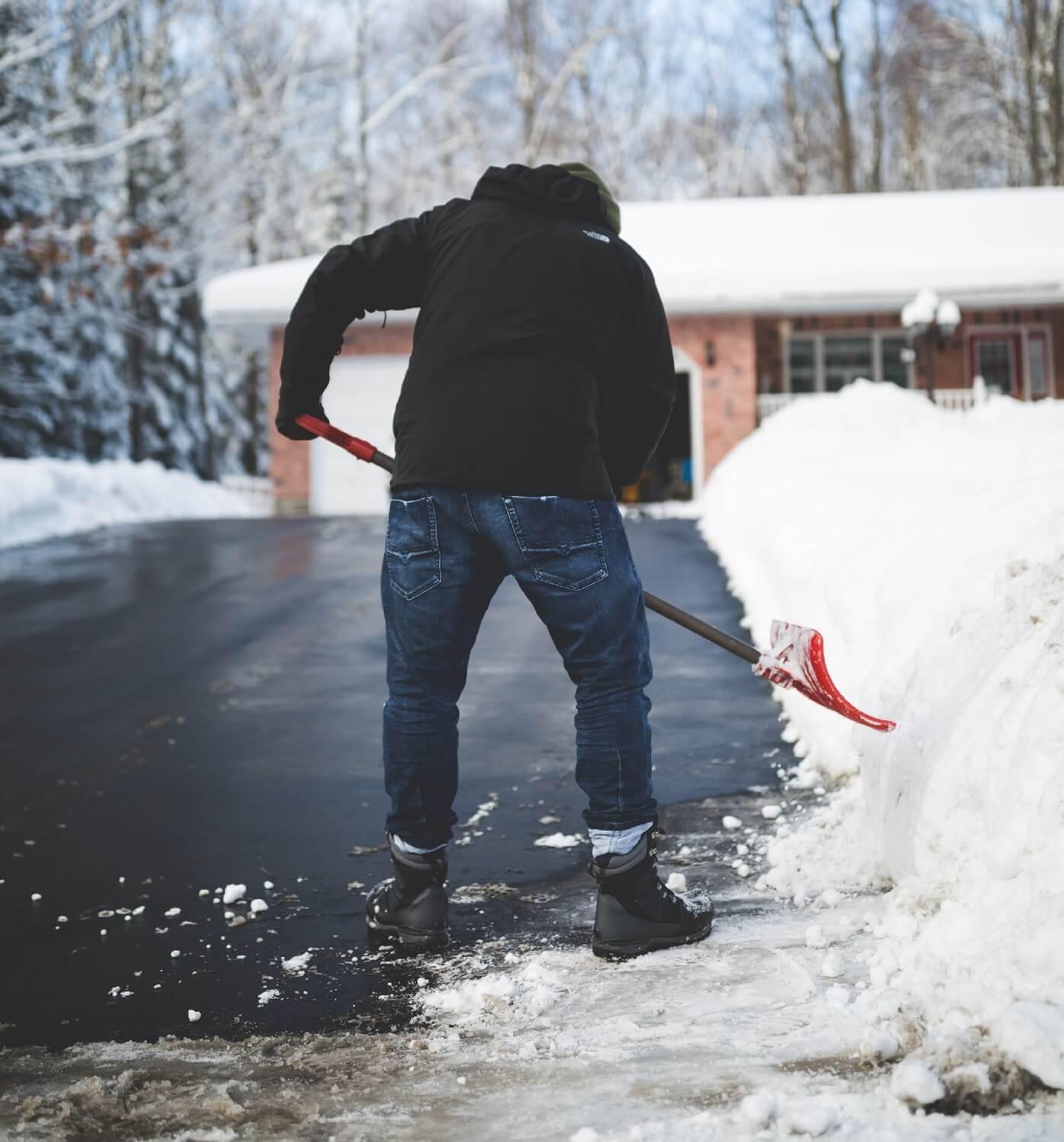 Tips for paving hot mix asphalt during the colder months.